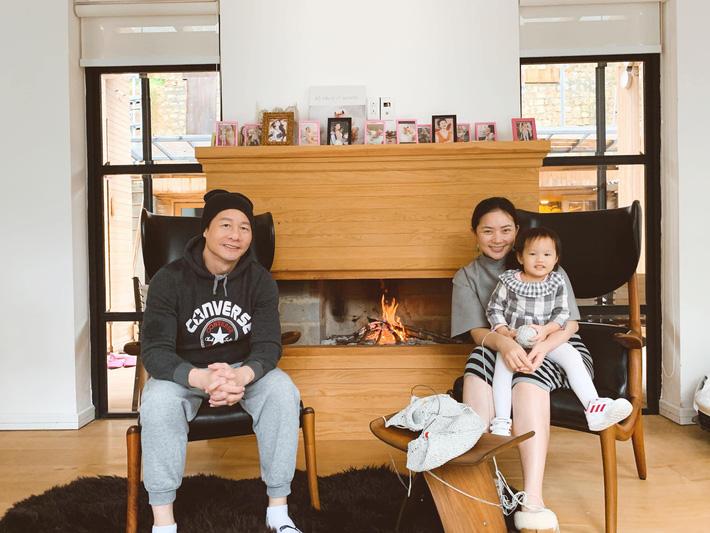 Con gái 'khủng hoảng tuổi lên 3', ông xã đại gia của Phan Như Thảo bực bội la mắng, phản ứng của cô bé khiến anh phải giật mình - Ảnh 4