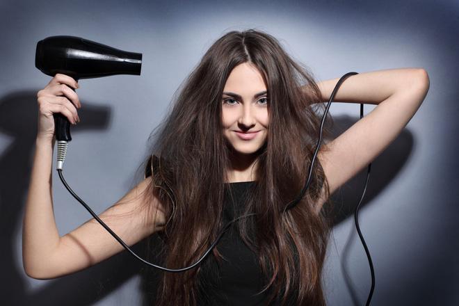 Những sai lầm chẳng ngờ đến khiến mái tóc của bạn luôn xơ xác, thiếu sức sống - Ảnh 1