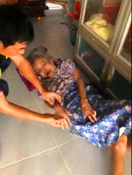 Phẫn nộ nghịch tử bạo hành mẹ già dù được cho tiền tỷ để phụng dưỡng - Ảnh 1
