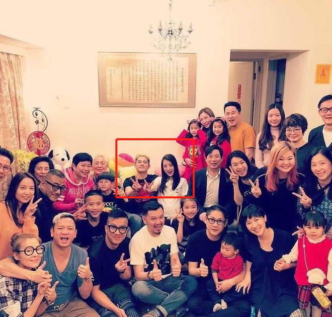 Sao Hoa ngữ bên gia đình ngày Tết, Huỳnh Hiểu Minh vẫn đóng phim - Ảnh 8