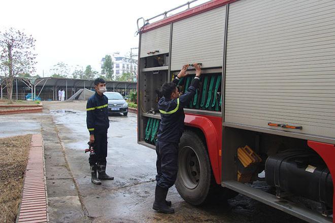 Vĩnh Phúc huy động lực lượng lắp đặt Bệnh viện dã chiến 300 giường đối phó virus Corona - Ảnh 3