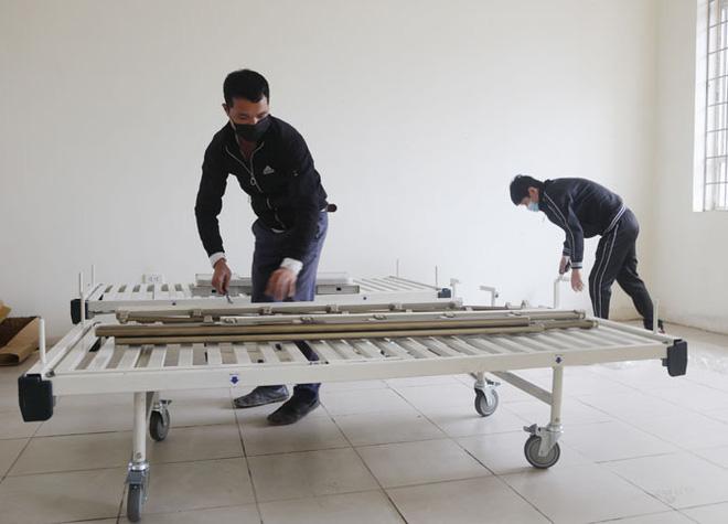 Vĩnh Phúc huy động lực lượng lắp đặt Bệnh viện dã chiến 300 giường đối phó virus Corona - Ảnh 4