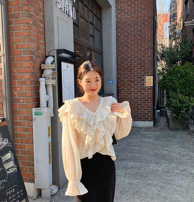 """Áo blouse """"bánh bèo chúa"""" dễ gây sốt diện rộng và 3 cách mặc bạn sẽ muốn áp dụng ngay khi trời có nắng ấm - Ảnh 2"""