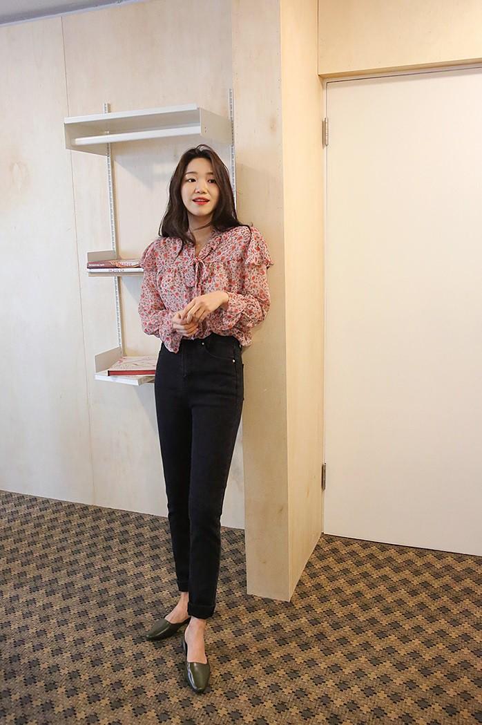 """Áo blouse """"bánh bèo chúa"""" dễ gây sốt diện rộng và 3 cách mặc bạn sẽ muốn áp dụng ngay khi trời có nắng ấm - Ảnh 3"""