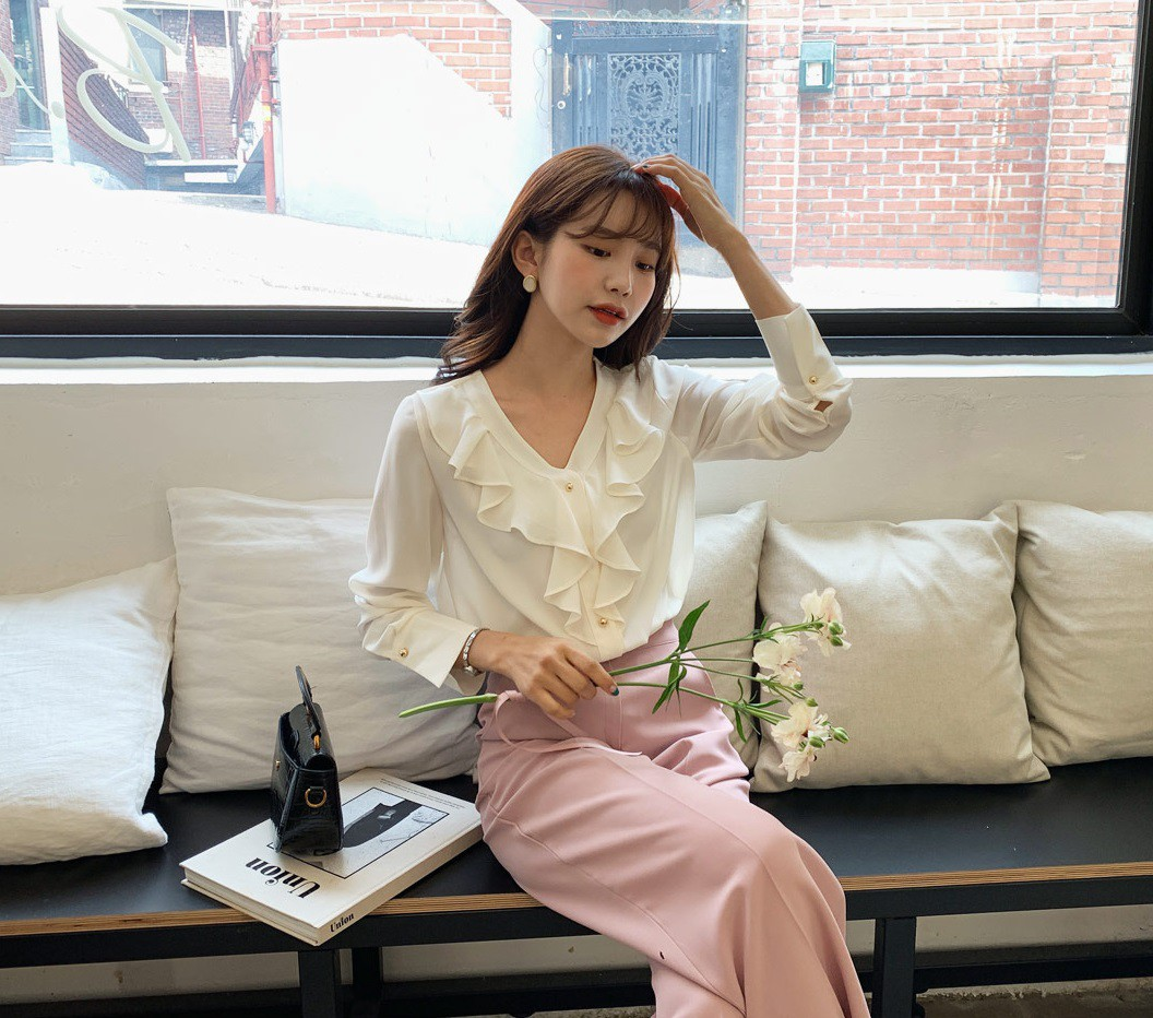 """Áo blouse """"bánh bèo chúa"""" dễ gây sốt diện rộng và 3 cách mặc bạn sẽ muốn áp dụng ngay khi trời có nắng ấm - Ảnh 7"""