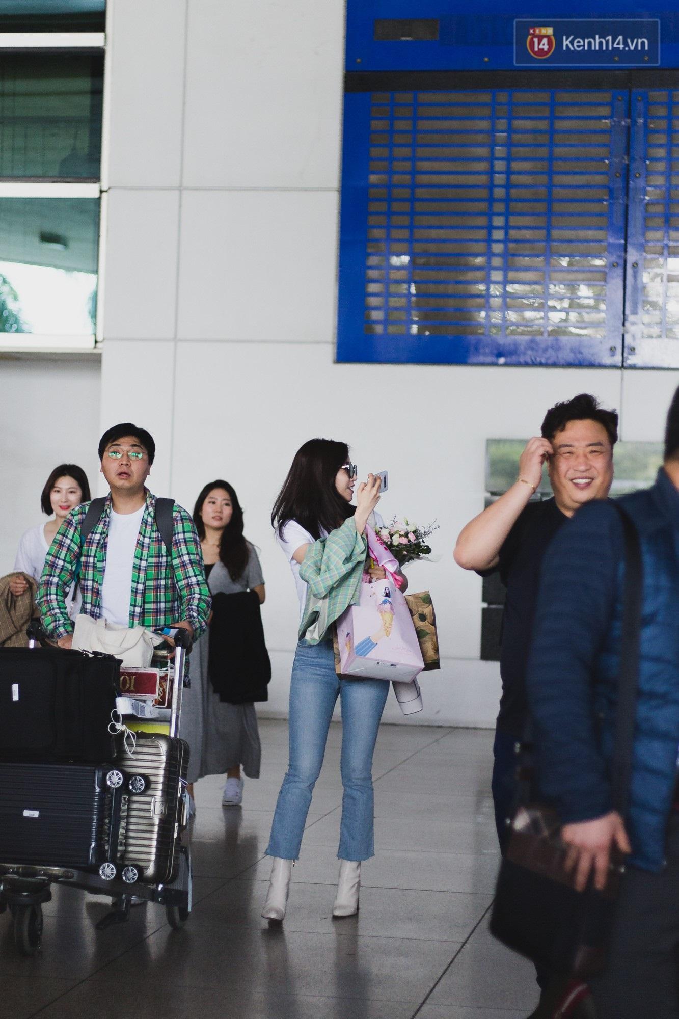 Eunjung (T-ara) khoe body nuột dù mặc giản dị tại sân bay Tân Sơn Nhất, nhưng gây chú ý hơn là thái độ của fan Việt - Ảnh 1