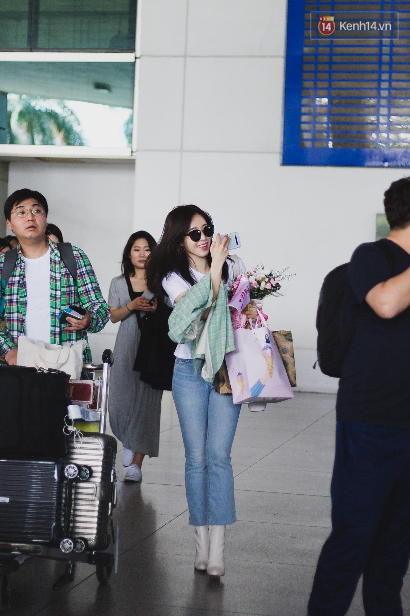 Eunjung (T-ara) khoe body nuột dù mặc giản dị tại sân bay Tân Sơn Nhất, nhưng gây chú ý hơn là thái độ của fan Việt - Ảnh 2