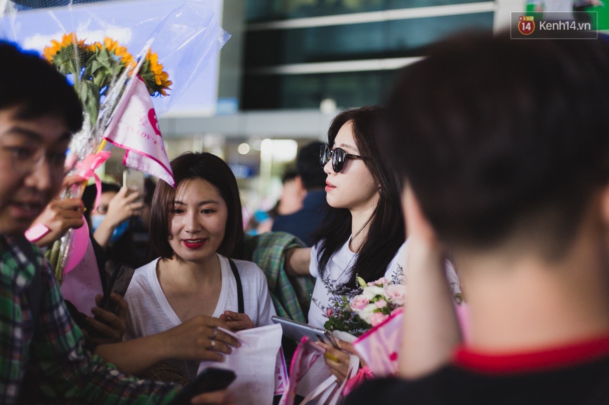 Eunjung (T-ara) khoe body nuột dù mặc giản dị tại sân bay Tân Sơn Nhất, nhưng gây chú ý hơn là thái độ của fan Việt - Ảnh 6