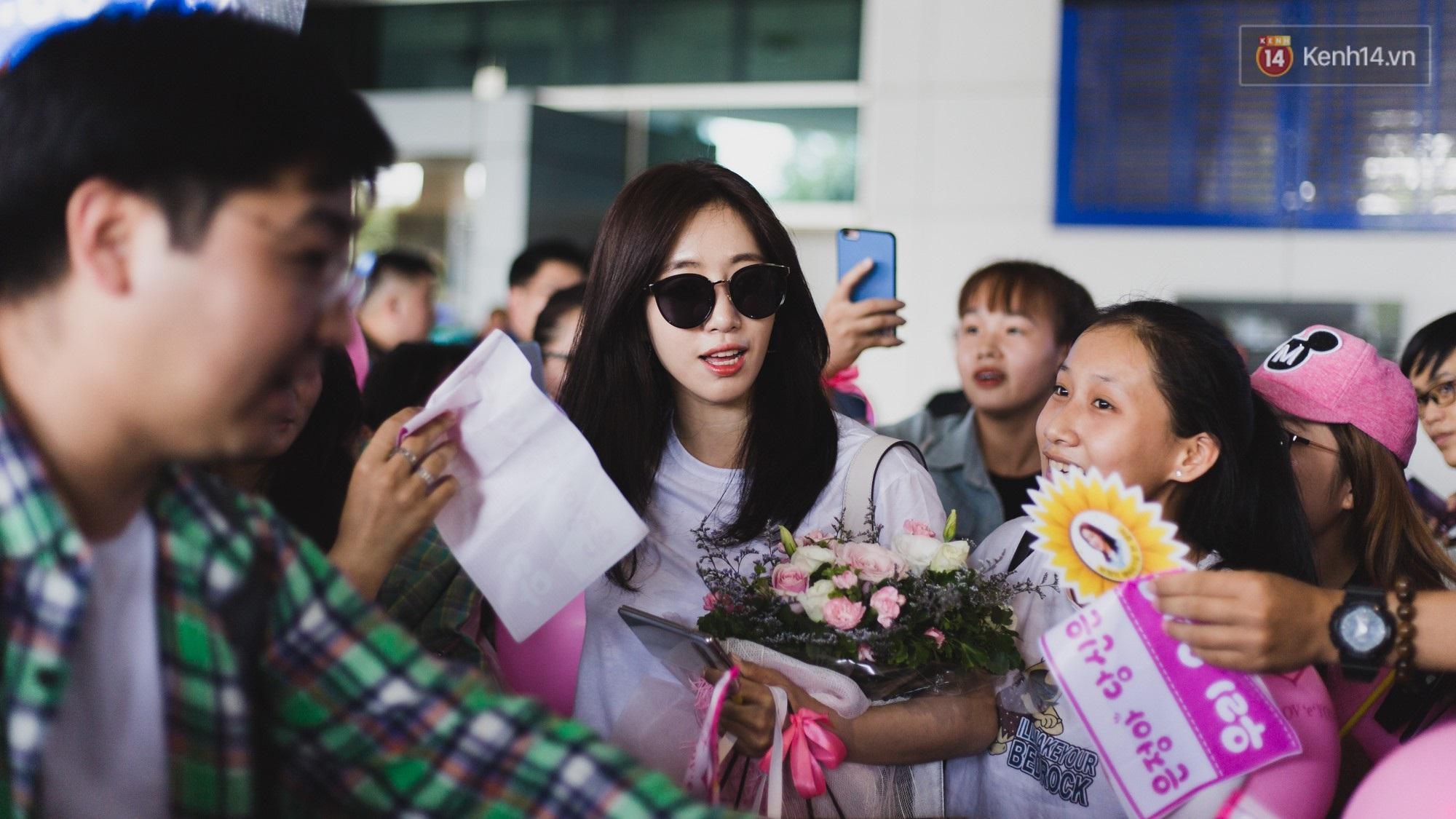 Eunjung (T-ara) khoe body nuột dù mặc giản dị tại sân bay Tân Sơn Nhất, nhưng gây chú ý hơn là thái độ của fan Việt - Ảnh 8