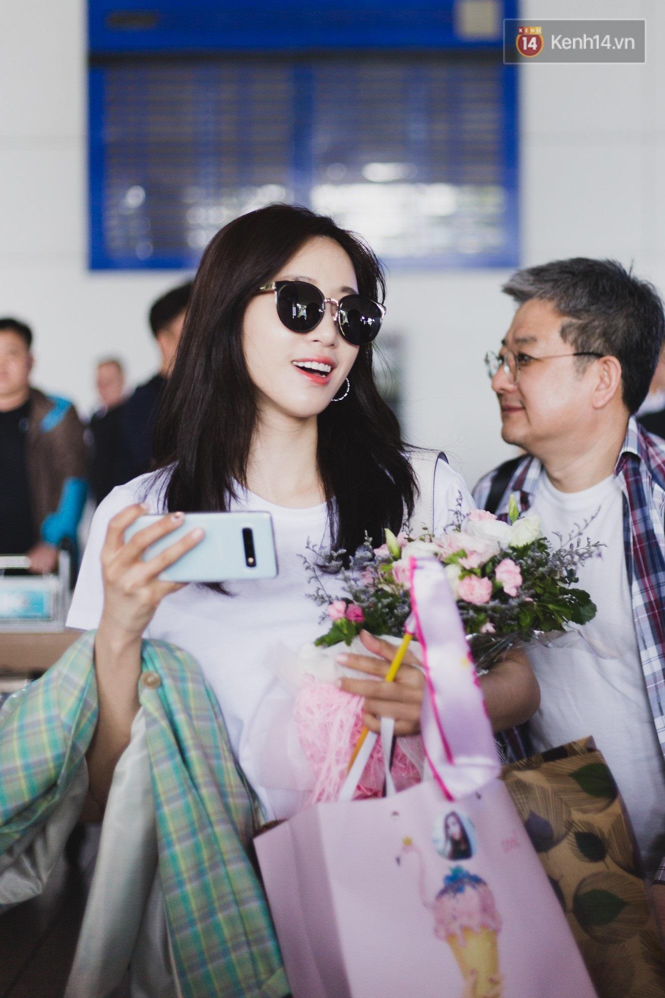 Eunjung (T-ara) khoe body nuột dù mặc giản dị tại sân bay Tân Sơn Nhất, nhưng gây chú ý hơn là thái độ của fan Việt - Ảnh 9