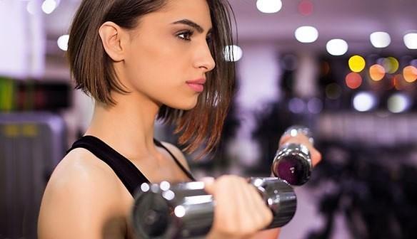 Lý do không nên trang điểm khi tập gym - Ảnh 1