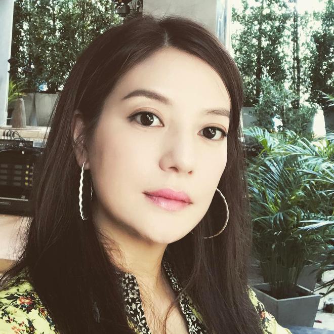 Muốn trẻ trung, tươi tắn như gái đôi mươi ở tuổi 43 như Triệu Vy, hãy ghi nhớ 4 bí quyết làm đẹp này - Ảnh 7