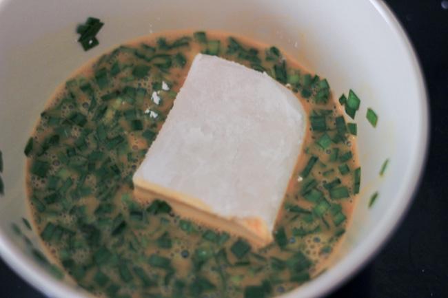 Thổi bay nồi cơm với món đậu phụ chiên trứng vừa giòn vừa mềm mịn - Ảnh 2