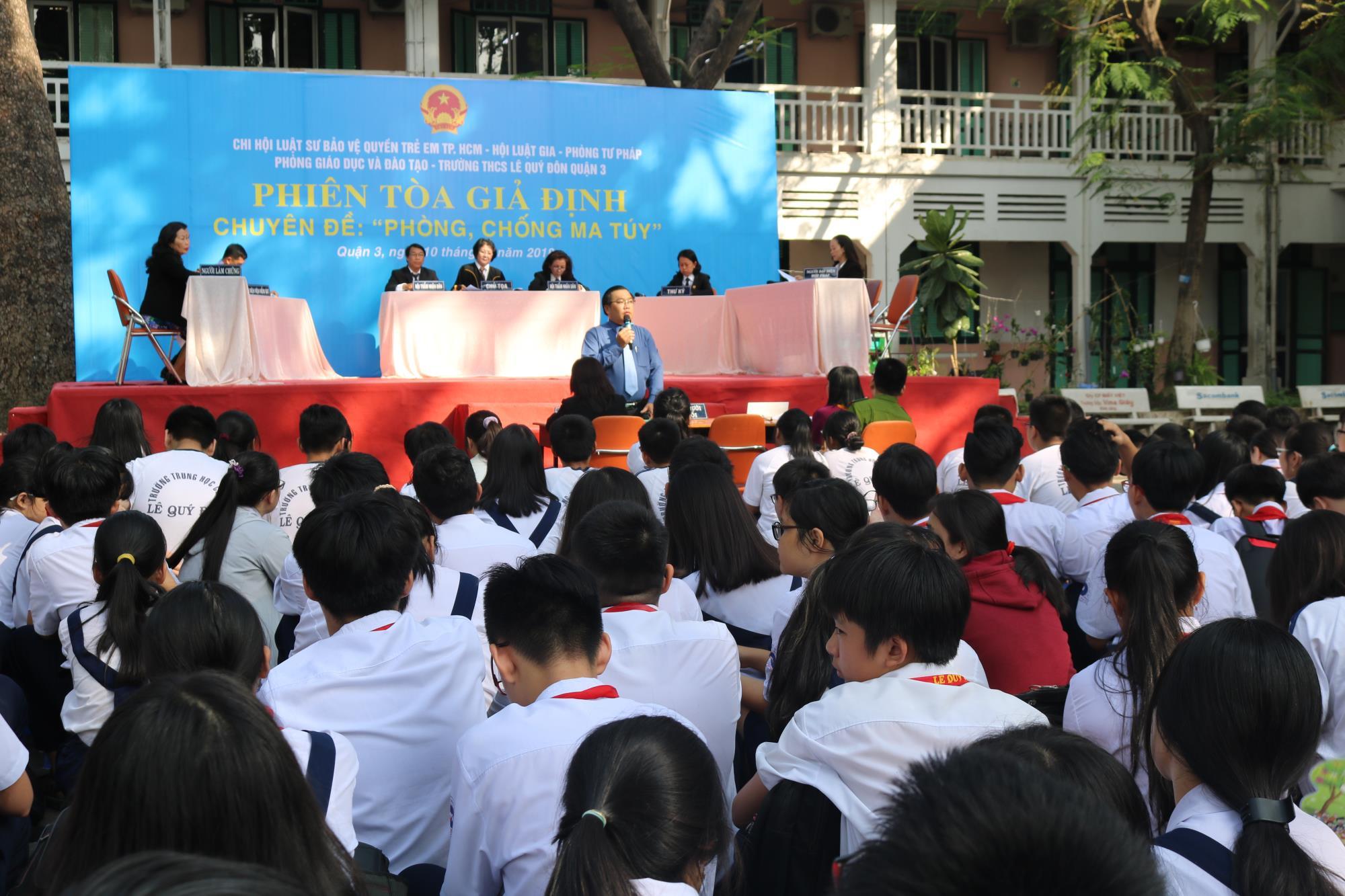 Hội Bảo vệ Quyền trẻ em TP.HCM tổ chức phiên tòa giả định, cung cấp thông tin đường dây nóng về ma túy, xâm hại và bạo hành trẻ em - Ảnh 2