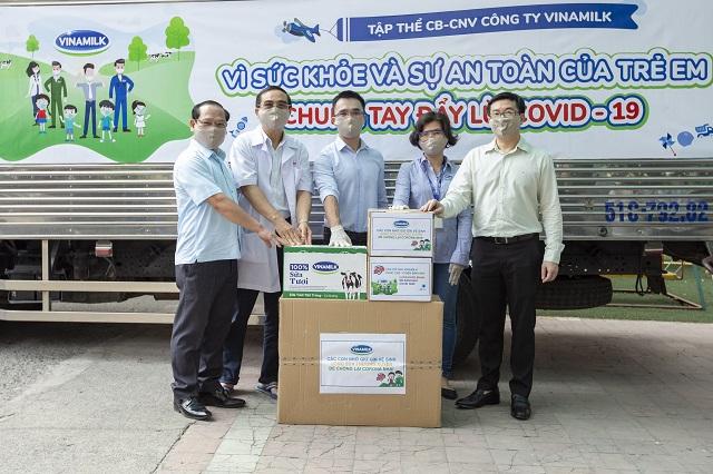 Nhân viên Vinamilk 'góp bước đi', gây quỹ được 2 tỷ đồng để hỗ trợ trẻ em khó khăn ngăn ngừa dịch bệnh - Ảnh 1