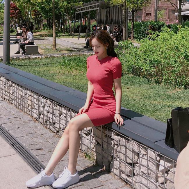 Cá là bạn không chỉ học được cách mix đồ mà còn tiện học được cả cách pose dáng ảo diệu từ street style Châu Á - Ảnh 3