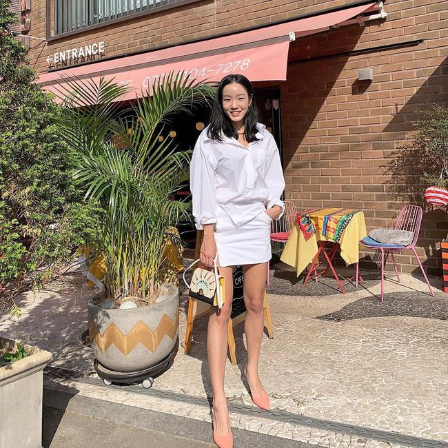 Cá là bạn không chỉ học được cách mix đồ mà còn tiện học được cả cách pose dáng ảo diệu từ street style Châu Á - Ảnh 6