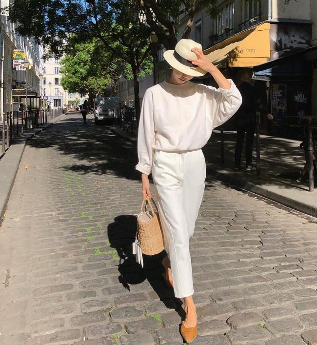 Cá là bạn không chỉ học được cách mix đồ mà còn tiện học được cả cách pose dáng ảo diệu từ street style Châu Á - Ảnh 7