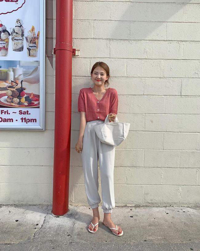 Cá là bạn không chỉ học được cách mix đồ mà còn tiện học được cả cách pose dáng ảo diệu từ street style Châu Á - Ảnh 9