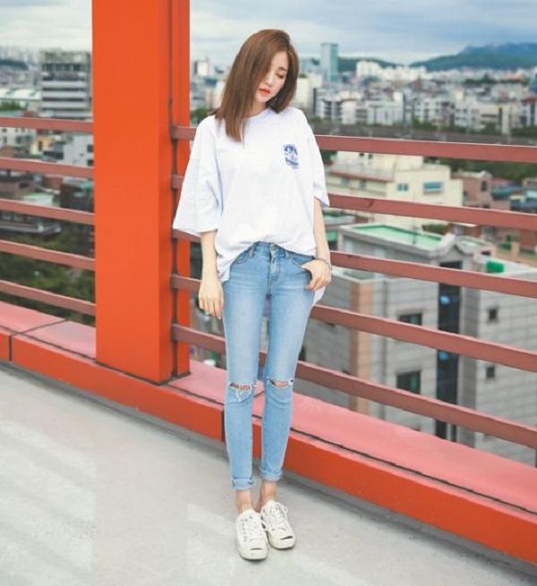 10 gợi ý diện áo phông trắng cực chất, mặc hoài không biết chán - Ảnh 1