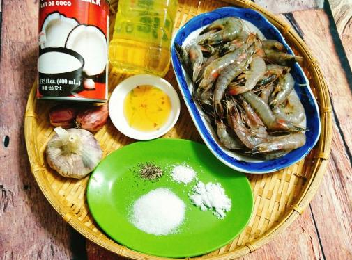 Cách làm món tôm rim nước dừa thịt ngọt, béo ngậy vô cùng hấp dẫn - Ảnh 1