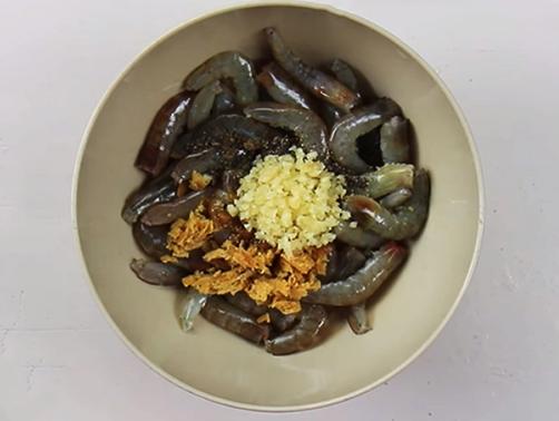 Cách làm món tôm rim nước dừa thịt ngọt, béo ngậy vô cùng hấp dẫn - Ảnh 2