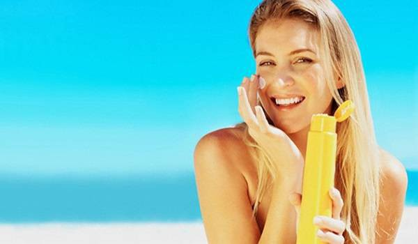 Những tác dụng phụ của kem chống nắng khiến ai cũng giật mình và cách giải quyết mà bạn nên biết - Ảnh 2