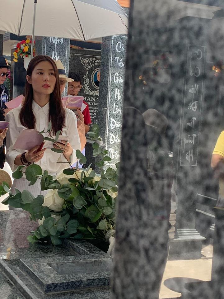 49 ngày mẹ mất, Diễm My nức nở: