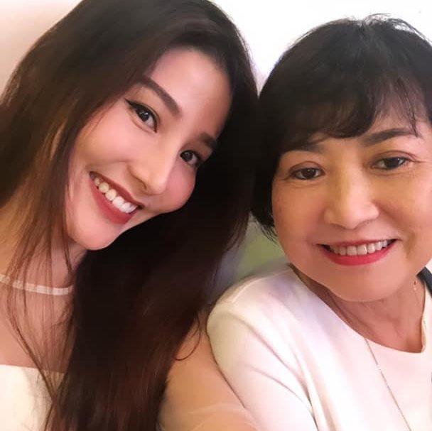 49 ngày mẹ mất, Diễm My nức nở: 'Mất 30 năm nữa để tập làm quen với sự cô độc mồ côi mẹ' - Ảnh 3