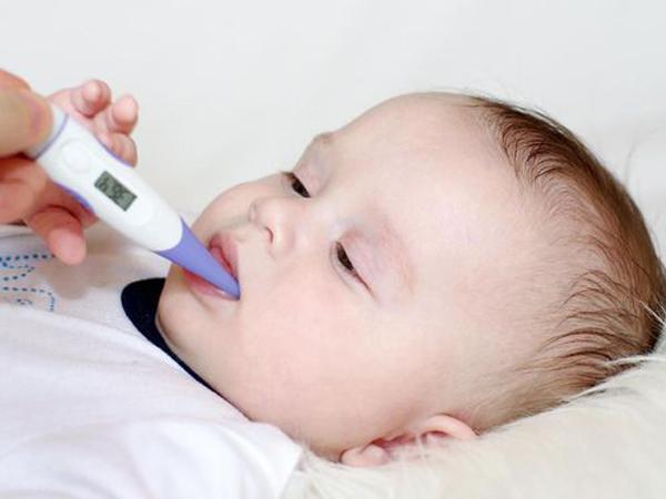 Bé trai 5 tuổi nguy kịch vì cha mẹ tự ý chữa bệnh cho con bằng thuốc lạ - Ảnh 2