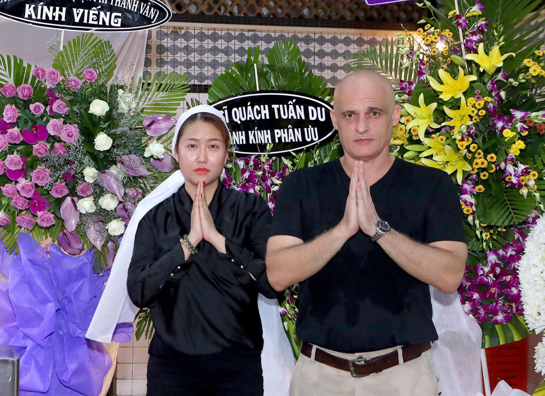 Chồng cũ để lại tài sản giúp Phi Thanh Vân làm giàu bất ngờ xuất hiện ở tang lễ bố vợ - Ảnh 3