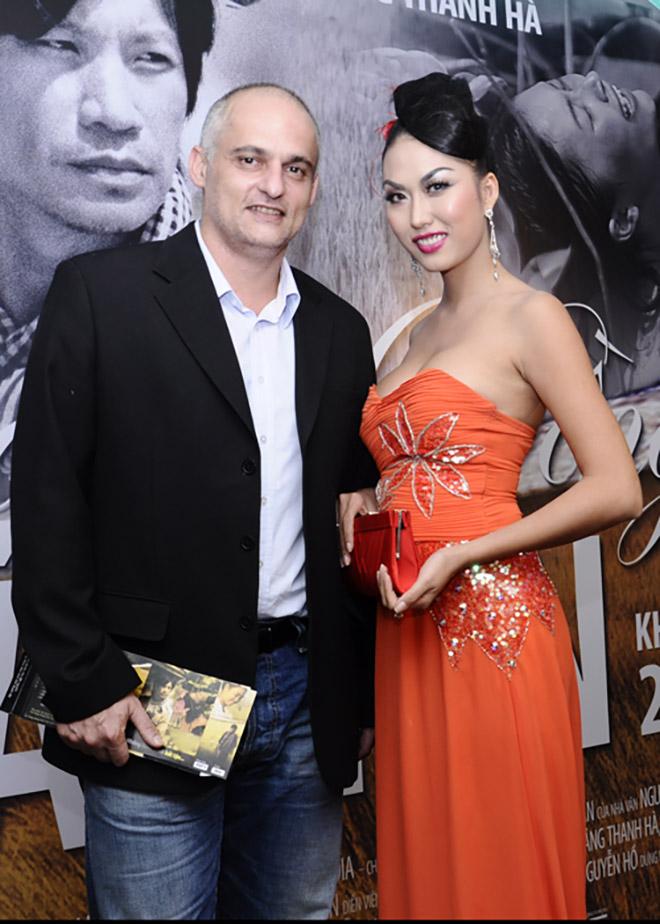 Chồng cũ để lại tài sản giúp Phi Thanh Vân làm giàu bất ngờ xuất hiện ở tang lễ bố vợ - Ảnh 5