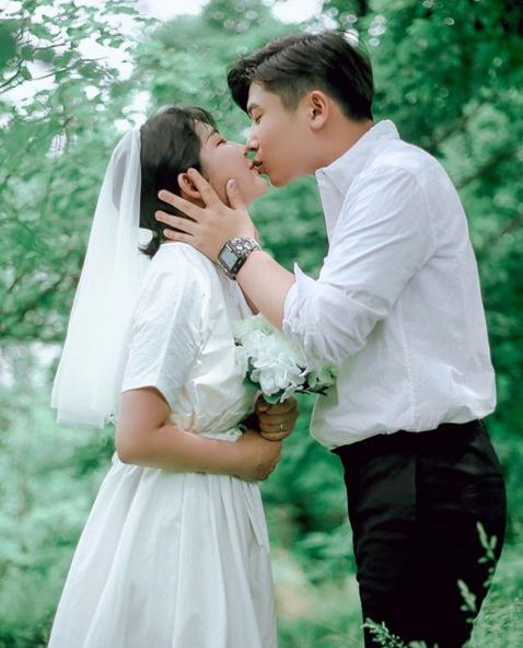 Con gái Choi Jin Sil tự tổ chức đám cưới với bạn trai, lộ nhan sắc sau khi tăng cân vì mắc bệnh hiểm nghèo - Ảnh 4