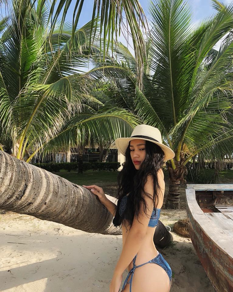DJ Tít dùng 2 trái dừa che ngực hớ hênh, BTV Quang Minh phản ứng cực 'bá đạo' - Ảnh 2