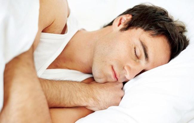 Vì sao cần phải kiêng 'chân hướng tây, đầu hướng đông' khi ngủ: Có căn cứ khoa học không? - Ảnh 1