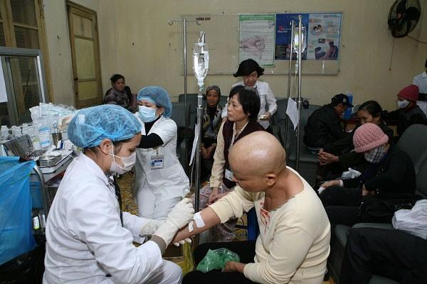Bác sĩ bệnh viện Ung bướu TP.HCM chỉ ra 6 'thủ phạm' làm tăng nguy cơ ung thư cần tránh xa - Ảnh 2
