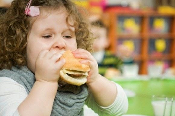 Trẻ mắc bệnh nan y do thói quen ăn uống mà nhiều bà mẹ mắc phải, khiến gia đình 'chết đứng' - Ảnh 2