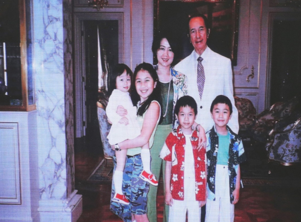 Diễn biến tang lễ trùm sòng bạc Macau: Vợ con khóc nức nở, bà Hai ngã bệnh nặng, ảnh hiếm của đại gia tộc được trình chiếu - Ảnh 11