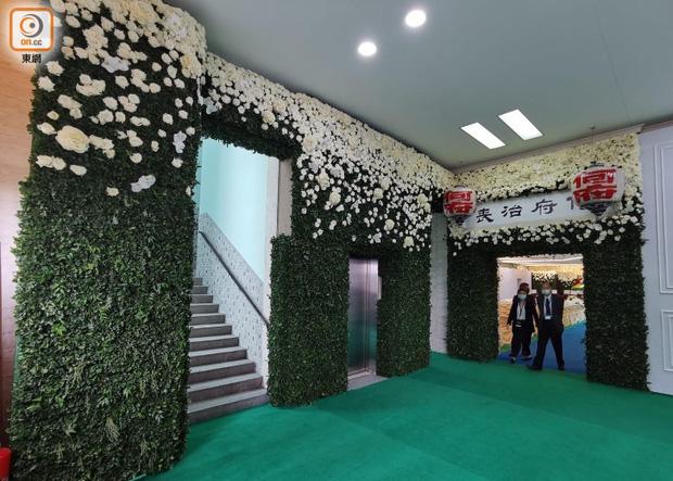 Hé lộ chi phí đám tang siêu xa xỉ trùm sòng bạc Macau: Tổng 210 tỷ, quan tài gỗ quý cả chục tỷ, hoa trang trí quá cầu kỳ - Ảnh 3