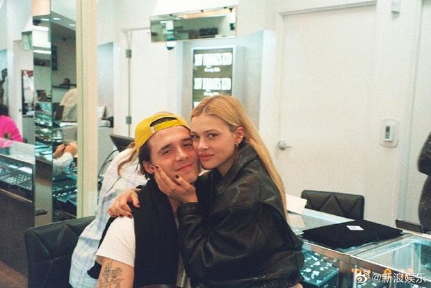 HOT: Brooklyn Beckham đã đính hôn với bạn gái thiên kim tiểu thư hơn 4 tuổi, vợ chồng Beckham nhiệt liệt chúc mừng - Ảnh 1