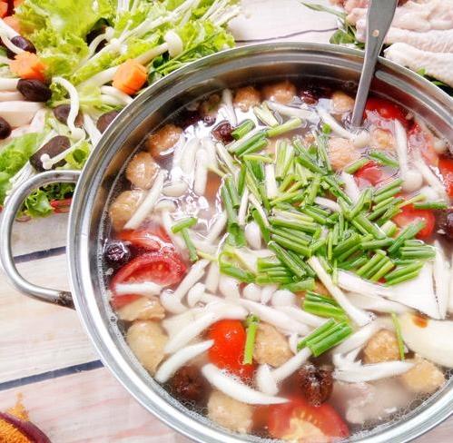 Cách nấu lẩu gà nấm thơm ngon hơn ngoài hàng cho bữa ăn cuối tuần thêm hấp dẫn - Ảnh 1