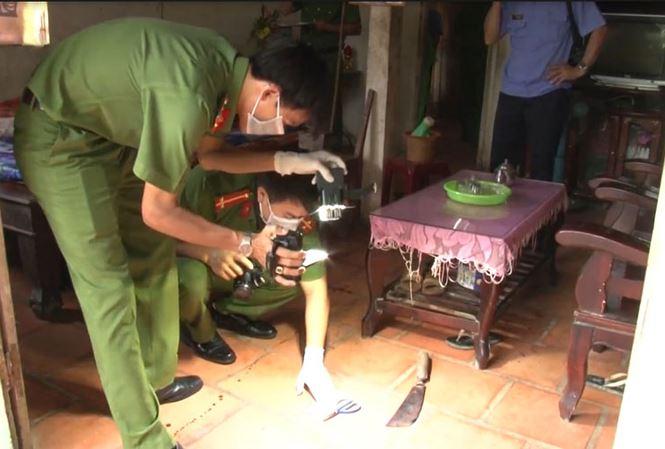 Con trai sát hại cha mẹ gần 80 tuổi, đâm trọng thương cháu ruột ở Vĩnh Long - Ảnh 1