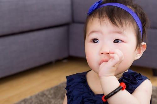 3 thói quen xấu của trẻ có thể khiến răng mọc lệch, cha mẹ cần sửa ngay kẻo muộn - Ảnh 1