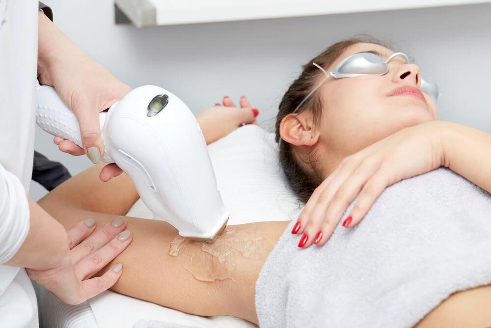 5 cách triệt lông nách giúp bạn tự tin với vùng da dưới cánh tay nhẵn mịn - Ảnh 3