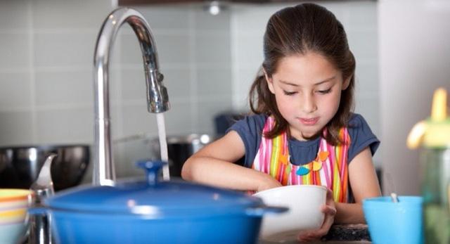 Các nhà tâm lý học chỉ ra 7 sai lầm lớn nhất trong cách nuôi dạy con cái sẽ phá hủy sự tự tin và lòng tự trọng của trẻ: Phụ huynh cần điều chỉnh để không nuối tiếc! - Ảnh 1