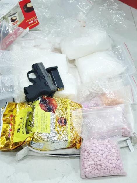 Xóa sổ đường dây ma túy lớn, thu 25kg ma túy và 2 khẩu súng - Ảnh 2