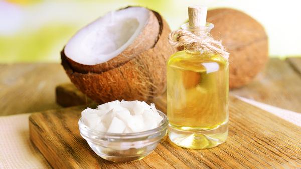 Dùng dầu dừa làm son dưỡng theo cách này, trời lạnh hay hanh khô cỡ nào môi vẫn mềm mịn, căng hồng - Ảnh 1