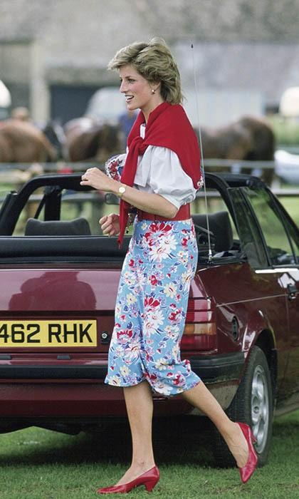 Hóa ra mốt mặc cardigan 'lấy lệ' của sao Hàn là học lỏm từ Công nương Diana - Ảnh 1