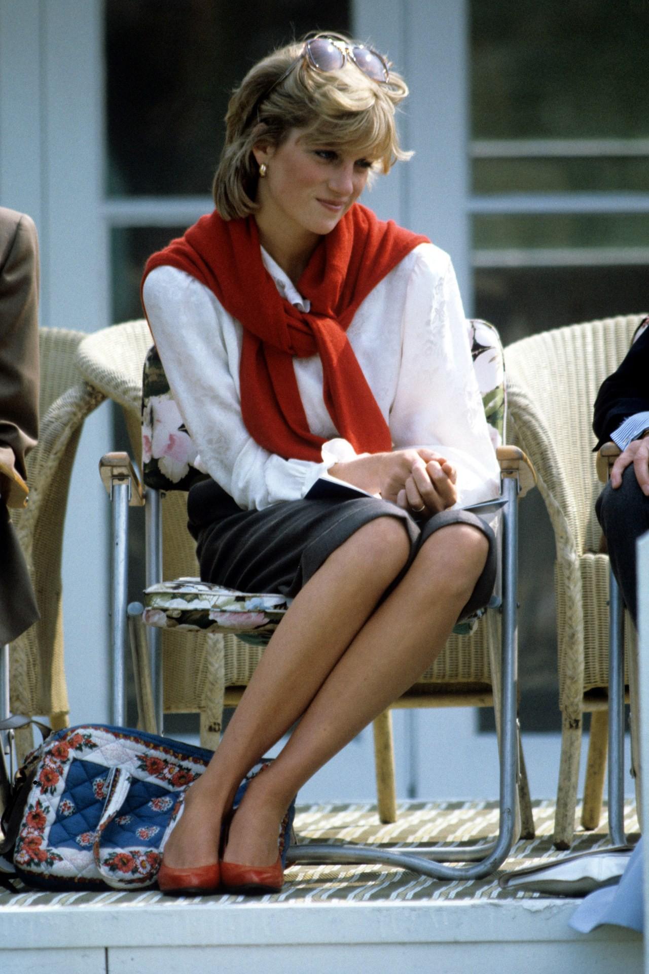 Hóa ra mốt mặc cardigan 'lấy lệ' của sao Hàn là học lỏm từ Công nương Diana - Ảnh 2