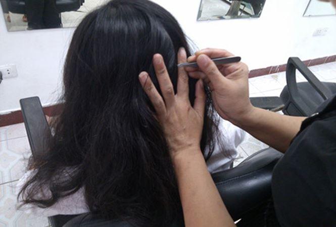 Không nên nhổ tóc bạc quá nhiều và thường xuyên vì có thể gây tổn thương cho da đầu